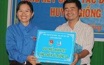 Học sinh Bến Tre thêu 650 khăn tay tặng chiến sĩ Trường Sa