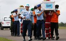 Vớt thêm 6 thi thể kẹt trong máy bay QZ8501