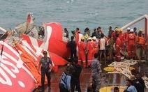 Indonesia dừng trục vớt thân máy bay AirAsia