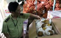 TP.HCM phát hiện hàng chục tấn trái cây thối