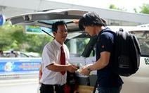 Tại sao giá xăng giảm 4, cước taxi giảm 1?