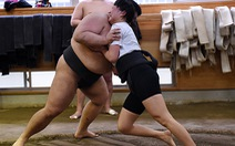 Phụ nữ Nhật Bản mơ được đấu sumo