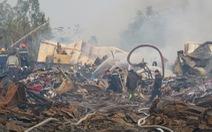 Kho xưởngởHải Dương sau một ngày cháy, lửa vẫn âm ỉ