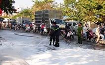Gần 10.000 lít mủ cao su đổ lênh láng trên đường