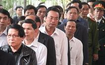 Dòng người lặng lẽ chờ vào viếng ông Nguyễn Bá Thanh