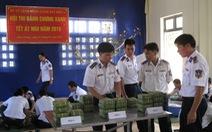 Cảnh sát biển thi gói bánh chưng đón tết Ất Mùi