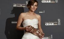 """Ngôi sao Twilight làm nên lịch sử tại giải """"Oscar"""" Pháp"""