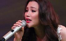 """Hồ Quỳnh Hương """"lì xì"""" khán giả live concert"""