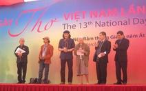 Đội mưa đến dự Ngày thơ Việt Nam