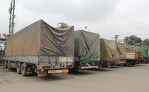 """Đoàn xe Lào chở gỗ """"khủng"""" lọt qua 4 huyện"""