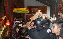 Lễ hội đền Trần: Cơ bản an toàn,không ai bị... thương