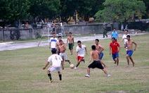 Chơi bóng đá ở Trường Sa