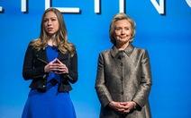 Thư điện tử của bà Clinton bị soi