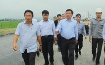"""Bộ trưởng Đinh La Thăng """"truy"""" nhà thầu: """"Thi công kiểu gì thế?"""""""