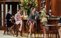 Thời trang Chanel vô bar biểu diễn