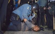 2 cảnh sát Mỹbị bắn bên ngoài sở cảnh sátFerguson