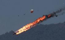 Video máy bay đụng nhau, bốc cháy trên không