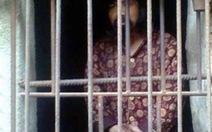 Mẹ nhốt con trong chuồng gà 13 năm
