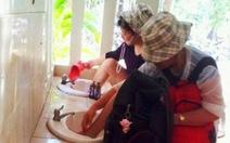 Phạt du khách Trung Quốc rửachân trên bồn rửa mặt