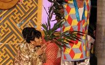 Xem hát bộiở sân khấu Sen Hồng