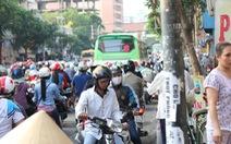Hàng ngàn người trễ giờ làm vì kẹt xe