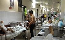 Khoa nội trú bệnh viện nhưng tối đóng cửa, tắt đèn