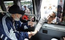 Cựu chủ tịch Fidel Castro xuất hiện sau 14 tháng