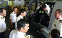 Phi công Việt Nam lên trực thăng SeaHawk - Hoa Kỳ tìm hiểu
