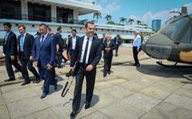 Thủ tướng Nga săn ảnh ở TP.HCM