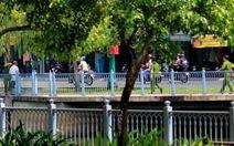 Buộc người câu thả cá lại kênh Nhiêu Lộc - Thị Nghè