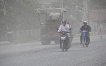 Khổ sở vì đường ngập trời khói bụi