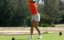 Đánh golf gãy xương sườn
