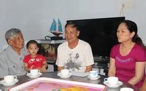 Nguyên Tổng bí thư Lê Khả Phiêu thăm gia đình phi công Tú