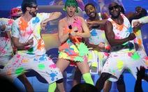 """Katy Perry """"bùng nổ"""" châu Á bằng trang phục lưu diễn"""