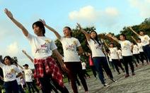 Nhảy flashmob chào mừng festival nghề truyền thống Huế