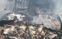 Gần 2.000 mét vuôngkho hàng tan hoang sau vụ cháy trong đêm