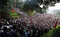 Hàng triệu người chen nhau dưới chân núi đền Hùng