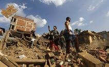 Động đất Nepal: 7.040 người chết, thấy nhiều thi thể dukhách nước ngoài