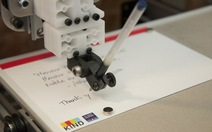 Robot biến tin nhắn Twitter thành thư tay