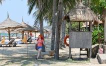 """Resort """"cát cứ"""" bãi biển công cộng"""
