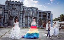 Lần đầu tiên diễn thời trang cưới cho người đồng tính