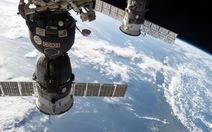 Tàu vũ trụ Nga cháy trụi trong bầu khí quyển