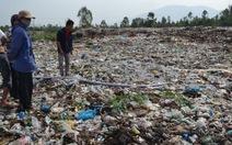 Dân bức xúc chặn xe rác, chính quyền hứa chi bồi thường