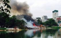 Cháy khu nhà tạm cạnh hồ Linh Quang