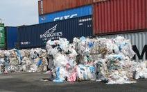 """Cảng biển thành """"bãi rác"""""""