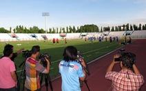 Truyền thông Thái Lan đổ đến sân tập của tuyển VN
