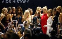 Tiệc sao ở Cannes thu trên 300 tỉ đồng làm từ thiện