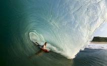 """""""Tình yêu sóng, đại dương hùng vĩ"""" qua camera thợ mỏ Úc"""