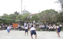 Hải quân Việt Nam, Philippines chơi bóng, hát karaoke ở Trường Sa