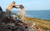 Rác thải ngập đảo Lý Sơn